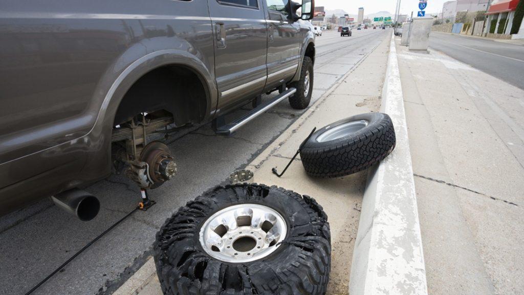 truck repair side of road